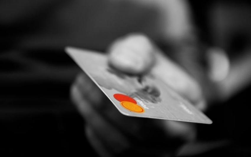 Maradhat a 15 ezer forintos értékhatár a bankkártyás érintős fizetéseknél