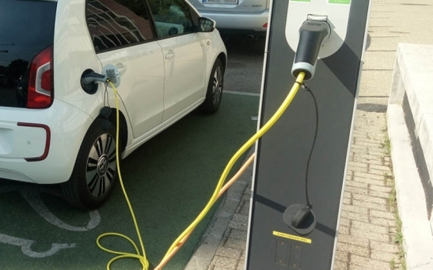 Újabb pályázat indul az elektromos járművek vásárlásának támogatására