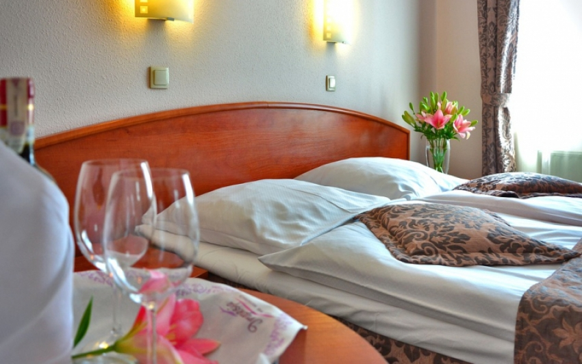 Belföldi szállodákban üdülne a magyarok fele a korlátozások feloldása után